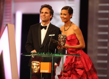 Mark Ruffalo (The Kids Are All Right) and Thandie Newton (2012) announce the Cinematography winner. (Pic: BAFTA/ Stephen Butler)