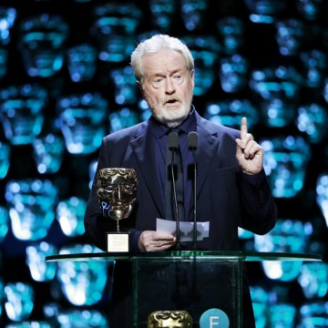 Ridley Scott accepts his Fellowship