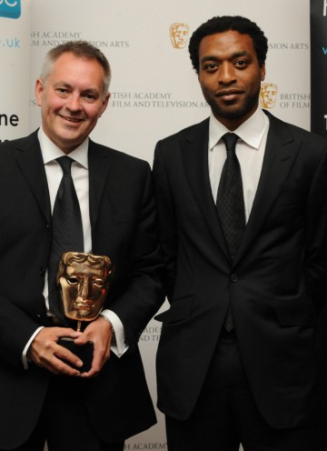 Chiwetel Ejiofor presented the BAFTA to Brian Percival for his work on Downton Abbey. (Pic: BAFTA/Chris Sharp)