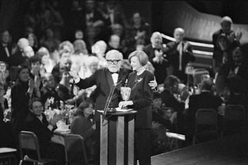 Richard Attenborough with BAFTA winner Maggie Smith at the British Academy of Film and Television Arts Awards in 1993.