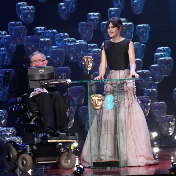 The audience welcome Stephen Hawking & Felicity Jones  on stage to present the Special Visual Effects award