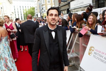 Dynamo brings the magic to the red carpet outside London's Theatre Royal