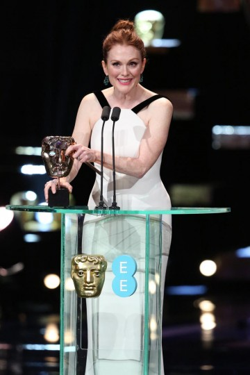 Julianne Moore presents the award for Leading Actor at the 2016 EE British Academy Film Awards