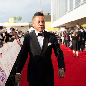 Cuba Gooding Jr makes his way down the red carpet