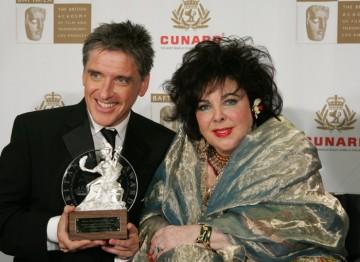 Host Craig Ferguson and honoree Dame Elizabeth Taylor meet on the red carpet