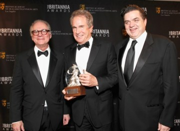 Warren Beatty with colleagues Barry Levinson and Oliver Platt