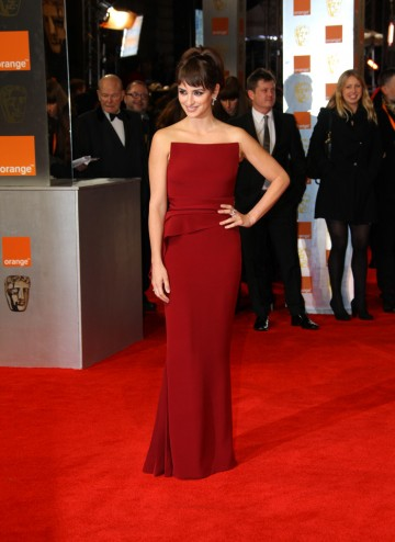 The Spanish actress, recently seen in Pirates of the Caribbean: On Stranger Tides, will present the BAFTA for Leading Actor. Cruz is wearing a purple strapless dress by Armani and jewellery by Chopard.