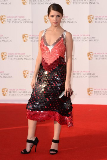 Presenter of the Drama Series award Anna Kendrick