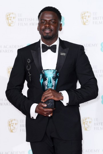 Daniel Kaluuya with his EE Rising Star award
