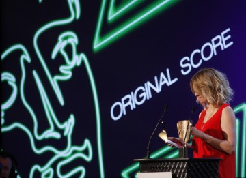 TV personality Edith Bowman takes to the stage to indroduce the category of Original Score (BAFTA/Brian Ritchie)