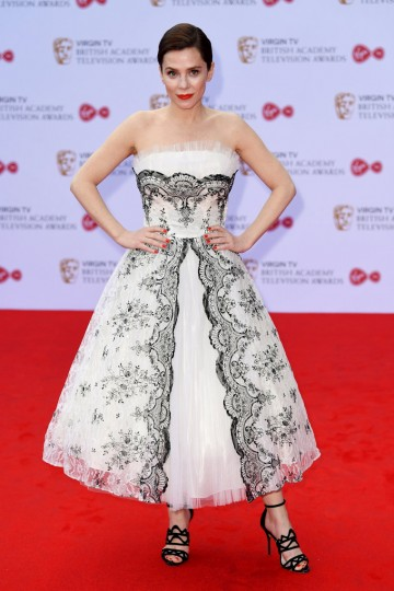 Anna Friel strikes a pose on the red carpet