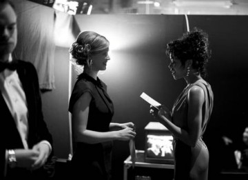 Kelly Reilly and Naomie Harris practice their lines before presenting an Award on stage (pic: Greg Williams / Art + Commerce).