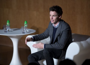 Eddie Redmayne discusses acting with the students at the Hong Kong Academy of Performing Arts