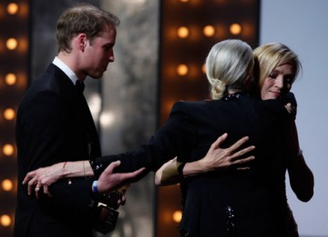 Uma Thurman warmly welcomes to the stage 2010's British Film Academy Fellow, Vanessa Redgrave (BAFTA/Brian Ritchie).