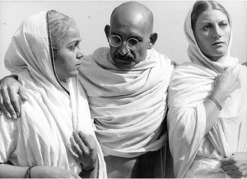 Ben Kingsley as Gandhi flanked by Rohini Hattangadi as Mrs. Kasturba M. Gandhi and Geraldine James as Meerabahen. Hattangadi won a Supporting Actress BAFTA for her performance.