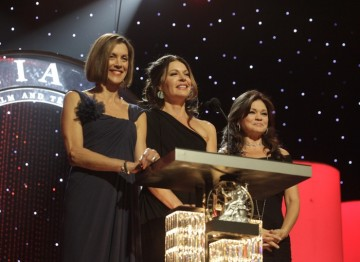 Jane Leeves, Wendie Malick and Valerie Bertinelli (Hot In Cleveland) present at the Britannia Awards ceremony.