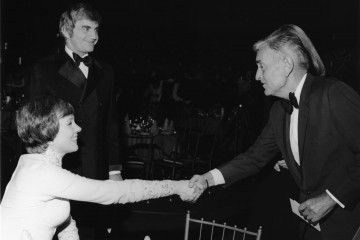 Lean greets a smiling Julie Andrews in the Royal Albert Hall at the SFTA Awards in 1974.