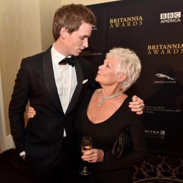Eddie Redmayne (L) and honoree Dame Judi Dench