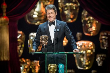Hugh Grant presents the Award for Supporting Actress.