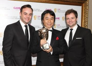 Academy Fellow Shigeru Miyamoto with award presenters Ant and Dec (BAFTA/Steve Butler).