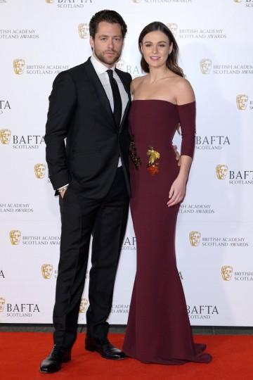 Richard Rankin and Sophie Skelton