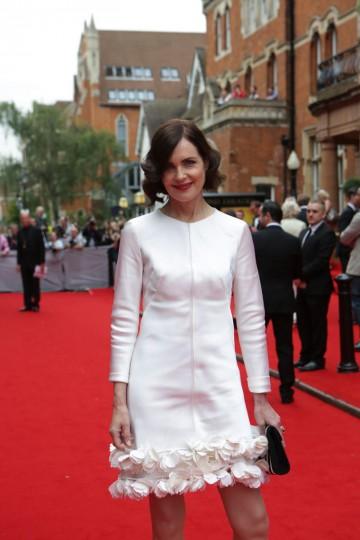 Elizabeth McGovern arrives on the red carpet.