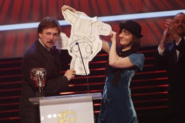 Sarah and Duck collects the BAFTA for Pre-School Animation at the British Academy Children's Awards in 2014