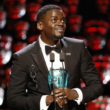 Daniel Kaluuya collecting the EE Rising Star Award