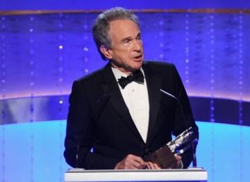 Warren Beatty accepts his Britannia Award