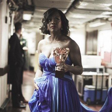 Viola Davis backstage with her BAFTA mask