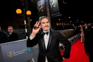 Joaquin Phoenix sends fans a wave