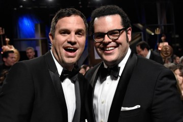 Honoree Mark Ruffalo (L) and actor Josh Gad