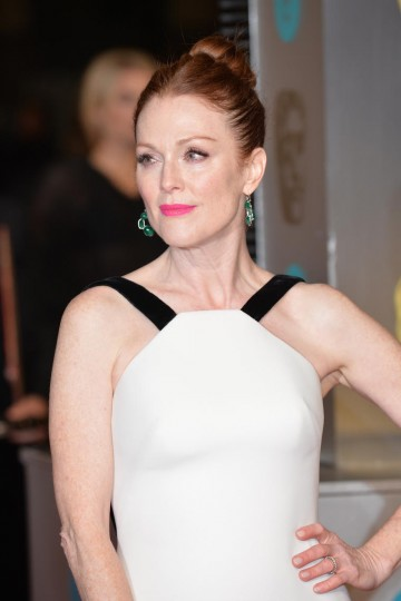 Winner of the 2015 award for Leading Actress, Julianne Moore poses on the red carpet