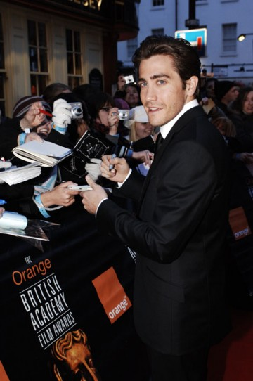 BAFTA-winner Jake Gyllenhaal signs autographs on the red carpet (BAFTA / Richard Kendal).