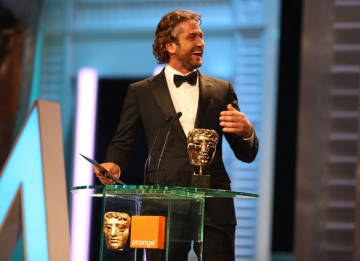 Gerard Butler (300) reveals the winning actress (Pic: BAFTA/ Stephen Butler)