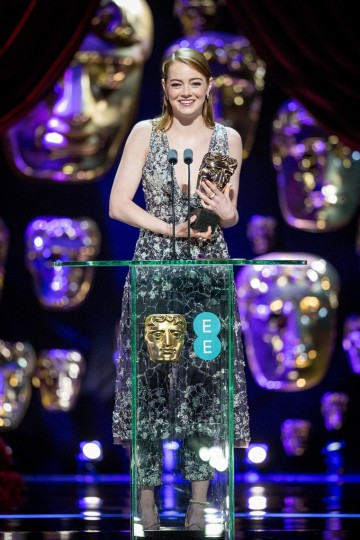 Emma Stone receives her Leading Actress award