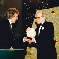 Terry Jones presenting an award at the 1994 BAFTA Cymru awards.