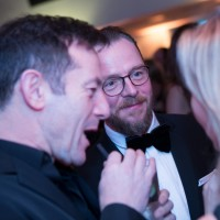 Simon Pegg and Jason Isaacs chat before dinner
