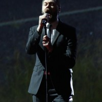 Tom Meighan frontman of Kasabian sings