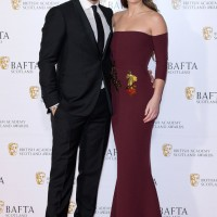 Richard Rankin and Sophie Skelton