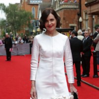 Elizabeth McGovern arrives on the red carpet.