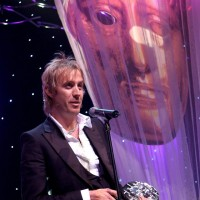 Rhys Ifans accepting his award.
