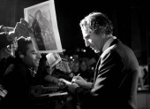Before accepting a BAFTA for his lead role in There Will Be Blood, Daniel Day Lewis took the time to sign autographs on the red carpet (pic: Greg Williams / Art + Commerce).